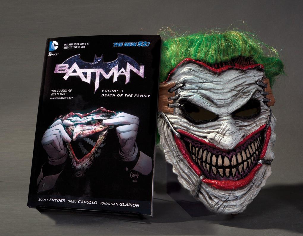 Batman: Death of the Family. Book and Joker Mask Set als Buch von Scott Snyder, Greg Capullo