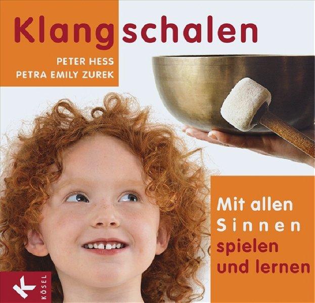 Klangschalen - mit allen Sinnen spielen und lernen als Buch von Peter Hess, Petra Emily Zurek