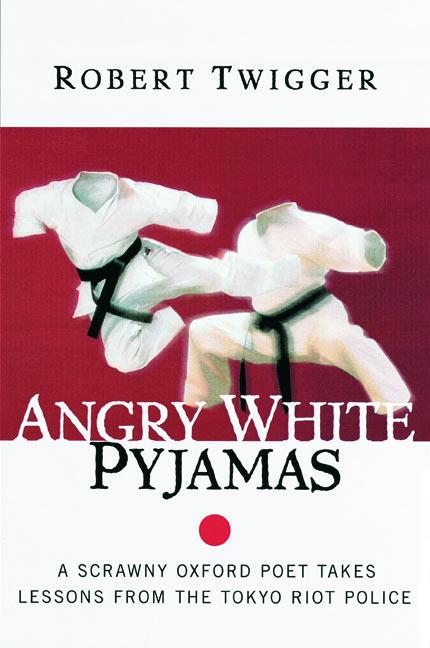 Angry White Pyjamas: A Scrawny Oxford Poet Takes Lessons from the Tokyo Riot Police als Taschenbuch