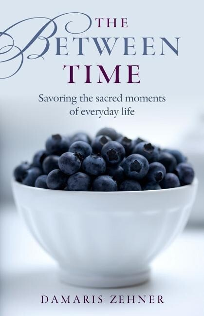 The Between Time: Savoring the Moments of Everyday Life als Taschenbuch