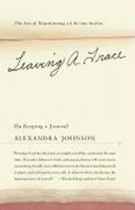 Leaving a Trace: On Keeping a Journal; The Art of Transforming a Life Into Stories als Taschenbuch