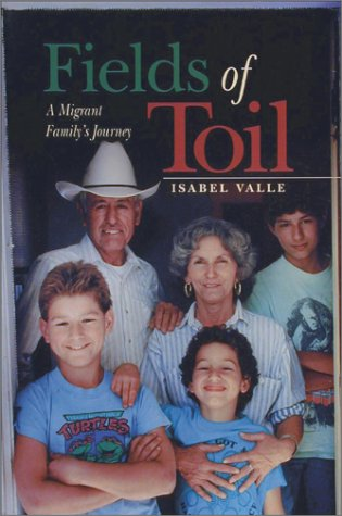 Fields of Toil: A Migrant Family's Journey als Taschenbuch