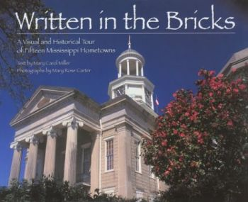 Written in the Bricks: A Visual and Historical Tour of Fifteen Mississippi Hometowns als Buch