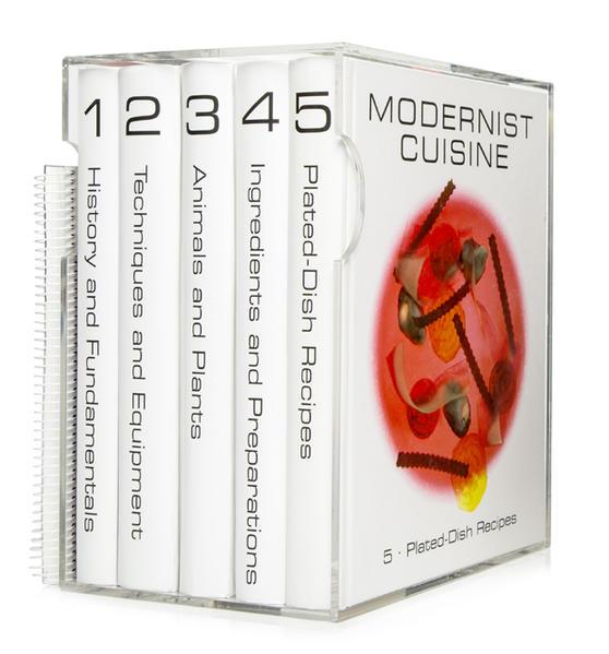 Modernist Cuisine, 5 Bände + spiralgebundenes wasserfestes kitchen manual als Buch von Nathan Myhrvold