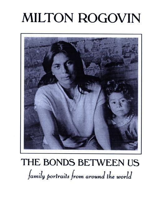 The Bonds Between Us: A Celebration of Family als Taschenbuch