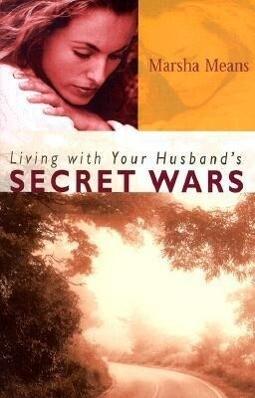 Living with Your Husband's Secret Wars als Taschenbuch