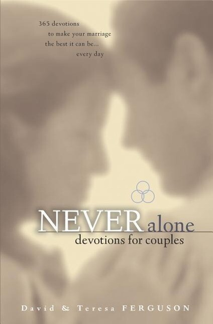 Never Alone Devotions for Couples: 365 Inspirational Readings als Taschenbuch