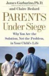 Parents Under Siege: Why You Are the Solution, Not the Problem, in Your Child's Life als Taschenbuch