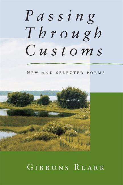 Passing Through Customs: New & Selected Poems als Taschenbuch