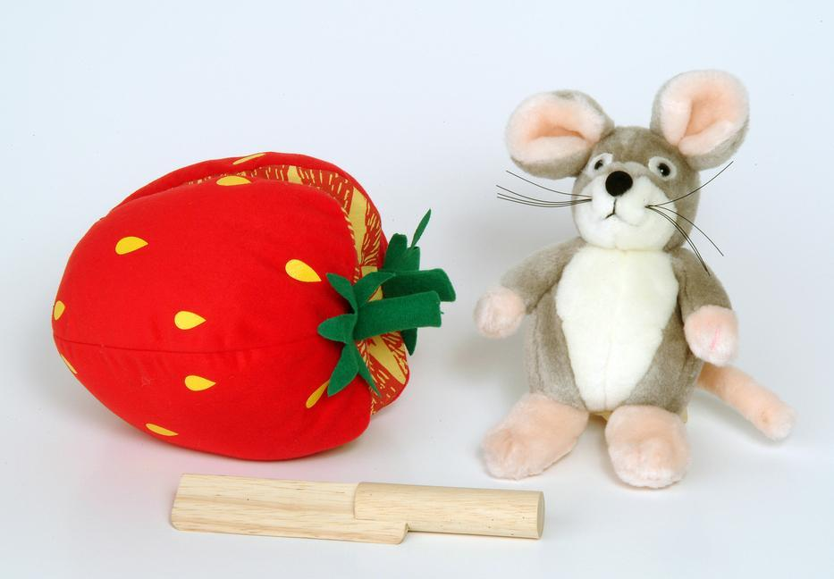 Plush Strawberry and Wooden Knife als Buch
