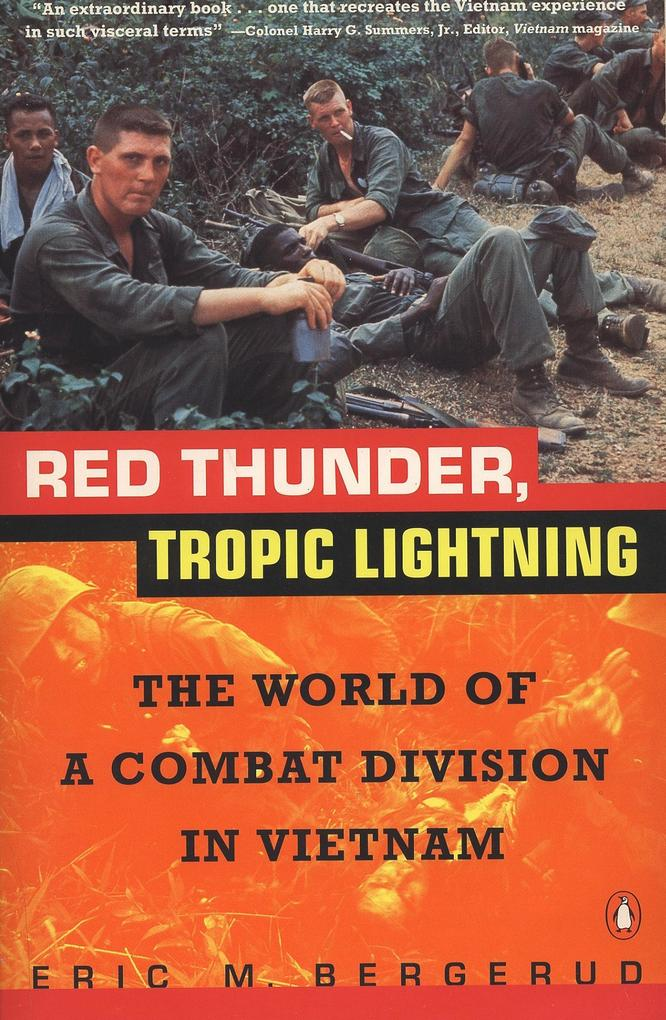 Red Thunder Tropic Lightning: The World of a Combat Division in Vietnam als Taschenbuch