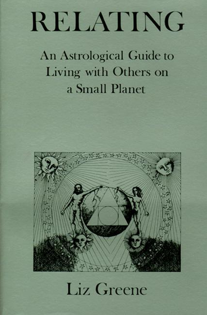 Relating: An Astrological Guide to Living with Others on a Small Planet als Taschenbuch