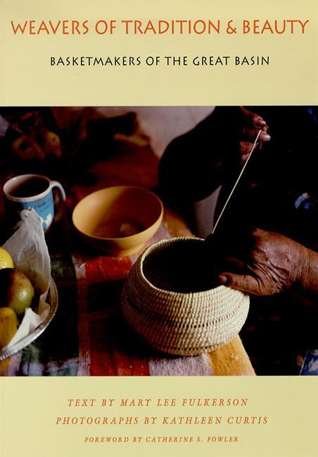 Weavers of Tradition and Beauty: Basketmakers of the Great Basin als Taschenbuch
