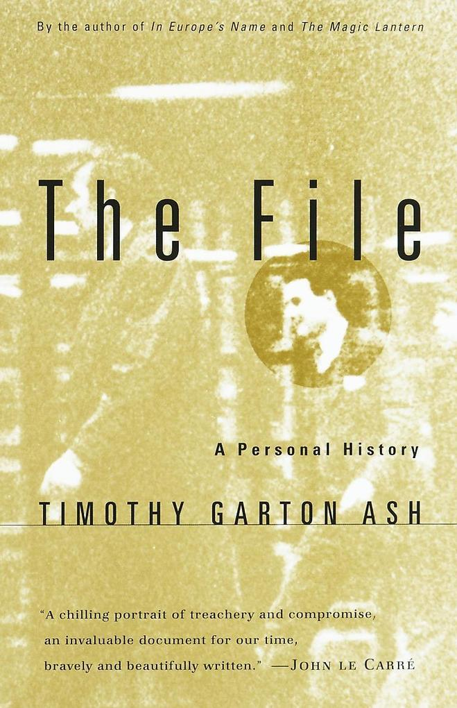 The File: A Personal History als Taschenbuch