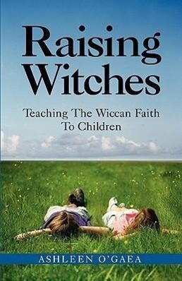Raising Witches: Teaching the Wiccan Faith to Children als Taschenbuch
