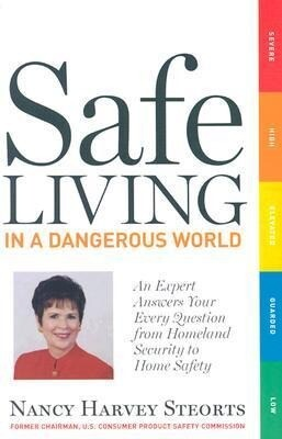 Safe Living in a Dangerous World: An Expert Answers Your Every Question from Homeland Security to Home Safety als Taschenbuch