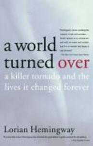 A World Turned Over: A Killer Tornado and the Lives It Changed Forever als Taschenbuch
